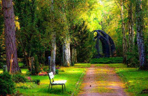 翻訳家が、森見登美彦「熱帯」の解説に挑む