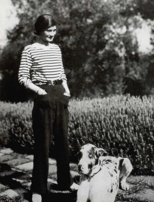 セーラージャージとズボンを着たシャネル(1928年)