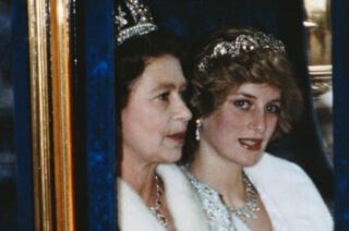エリザベス女王とダイアナ妃